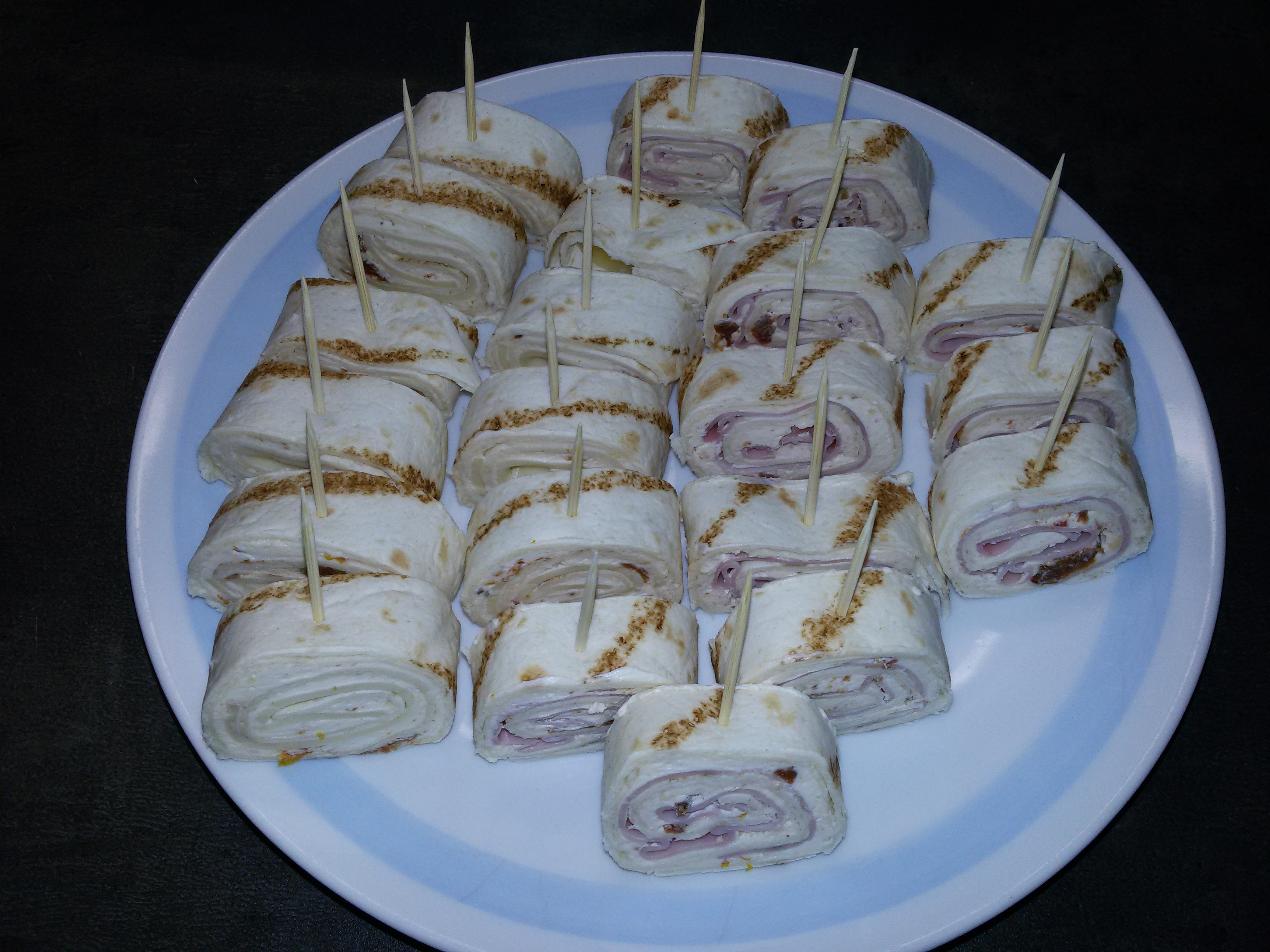 Chuťovky z plněných tortil